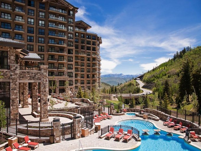 Кооперативная квартира for sales at Stunning St. Regis Two Bedroom 2300 E Deer Valley Dr #325/327 Park City, Юта 84060 Соединенные Штаты