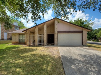 獨棟家庭住宅 for sales at Chamring Home in Great Location 6435 Thoreaus Way San Antonio, 德克薩斯州 78239 美國