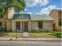 Vivienda unifamiliar for sales at Wonderful Garden Home in Rue Orleans 5814 Rue Burgundy   San Antonio, Texas 78240 Estados Unidos