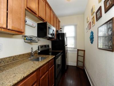 Condominio for sales at Condo in the Heart of King William 220 Beauregard 4 San Antonio, Texas 78204 Stati Uniti