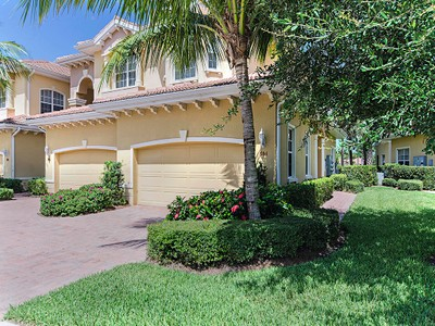 Condominio for sales at LEMURIA 7136  Lemuria Cir 904 Naples, Florida 34109 United States