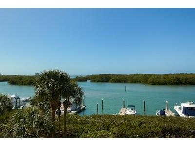 Copropriété for sales at PELICAN ISLE 435  Dockside Dr B302 Naples, Florida 34110 États-Unis