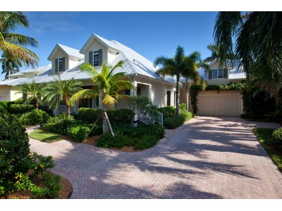 Vivienda unifamiliar for sales at MOORINGS 368  Hawser Ln  Naples, Florida 34102 Estados Unidos