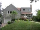 Casa para uma família for sales at Split 32 Birch  St  Port Washington, Nova York 11050 Estados Unidos