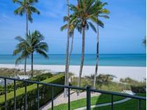 Nhà chung cư for sales at THE MOORINGS-CARRIAGE CLUB 2011  Gulf Shore Blvd  N 21   Naples, Florida 34102 Hoa Kỳ