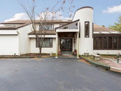Condominio for sales at Condo  Woodbury, New York 11797 Stati Uniti