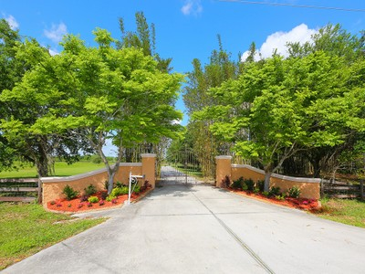 Einfamilienhaus for sales at SARASOTA 2000  Joshua Dr Sarasota, Florida 34240 Vereinigte Staaten