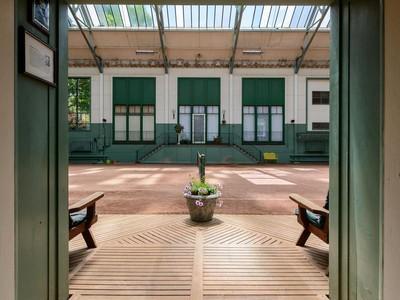 Nhà ở một gia đình for sales at Colonial 1 Seward Dr Woodbury, New York 11797 Hoa Kỳ