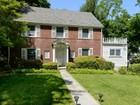 Casa para uma família for sales at Colonial 5 Bedford Rd Port Washington, Nova York 11050 Estados Unidos