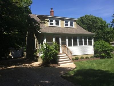 Moradia for sales at Farmhouse 1305 Pequash Ave Cutchogue, Nova York 11935 Estados Unidos