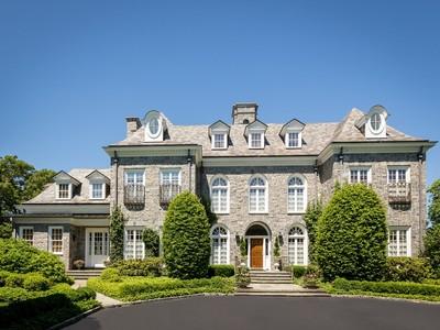 Villa for sales at Burrwood Court 7 Burrwood Ct Lloyd Harbor, New York 11743 Stati Uniti