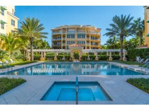 Condominium for sales at EN PROVENCE 2141  Gulf Of Mexico Dr 3   Longboat Key, Florida 34228 United States