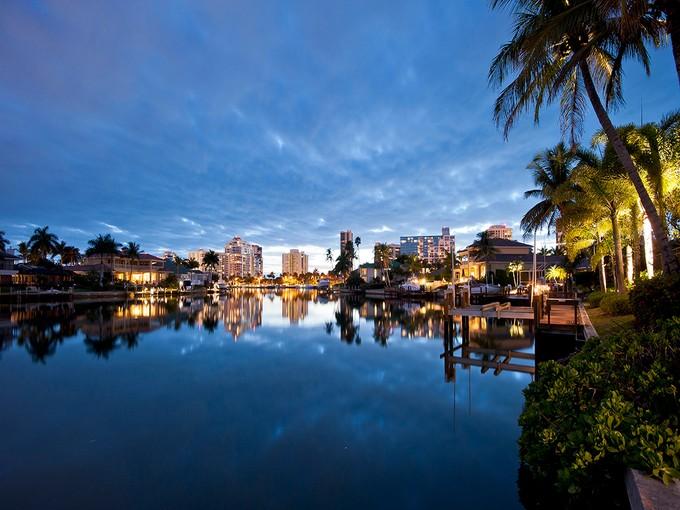 Nhà ở một gia đình for sales at PARK SHORE 334  Pirates Bight Naples, Florida 34103 Hoa Kỳ