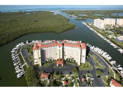 Nhà chung cư for sales at MARINA BAY CLUB OF NAPLES - MARINA BAY CLUB 13105  Vanderbilt Dr 910 Naples, Florida 34110 Hoa Kỳ