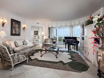 Кооперативная квартира for sales at PARK SHORE - BRITTANY 4021  Gulf Shore Blvd  N 305 Naples, Флорида 34103 Соединенные Штаты