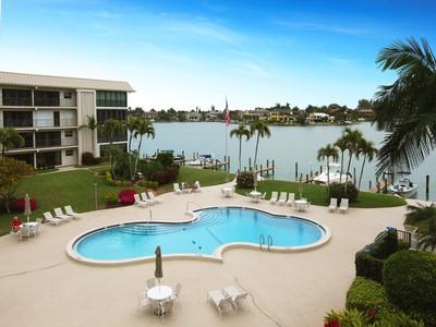 Condo / Townhome / Villa for rentals at 3200 Gulf Shore Blvd N 314  Naples, Florida 34103 United States