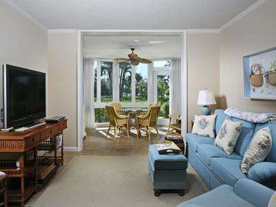 Condominio for sales at PARK SHORE - COLONY GARDENS 400  Park Shore Dr 103 Naples, Florida 34103 Stati Uniti