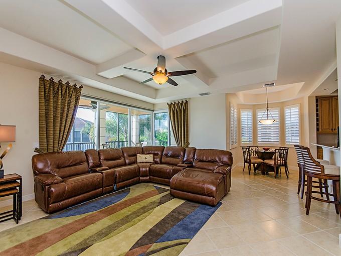 Таунхаус for sales at VINEYARDS - AVELLINO ISLES 533  Avellino Isles Cir 32202   Naples, Флорида 34119 Соединенные Штаты