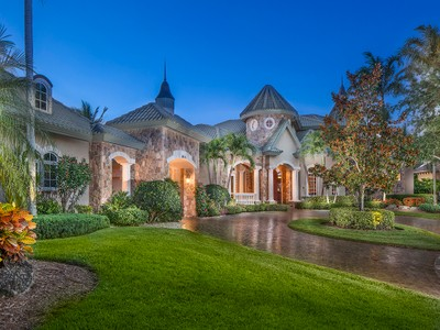 Частный односемейный дом for sales at KENSINGTON - KENSINGTON GARDENS 3021  Gainesborough Ct Naples, Флорида 34105 Соединенные Штаты