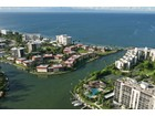 Appartement en copropriété for  sales at THE MOORINGS - INDIES WEST 2214  Gulf Shore Blvd  N S2   Naples, Florida 34102 États-Unis