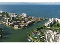 Eigentumswohnung for sales at THE MOORINGS - INDIES WEST 2214  Gulf Shore Blvd  N S2   Naples, Florida 34102 Vereinigte Staaten