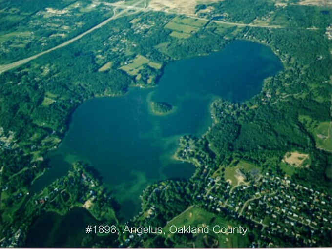 Terrain for sales at Lake Angelus 2445 Lake Angelus Road Lake Angelus, Michigan 48326 États-Unis