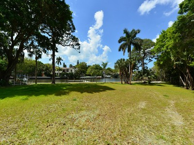 Land for sales at HIGH POINT CIRCLE 1898  High Point Dr 6 Sarasota, Florida 34236 United States