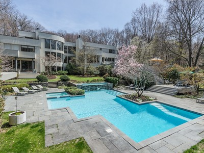 Einfamilienhaus for sales at Contemporary 70 Shutter Ln Oyster Bay Cove, New York 11771 United States