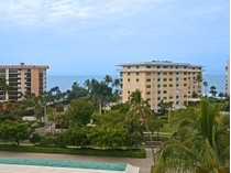 Condominio for sales at THE MOORINGS - HARBORSIDE WEST 3420  Gulf Shore Blvd  N 52   Naples, Florida 34103 Estados Unidos