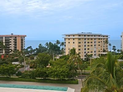 Condominio for sales at THE MOORINGS - HARBORSIDE WEST 3420  Gulf Shore Blvd  N 52 Naples, Florida 34103 Estados Unidos