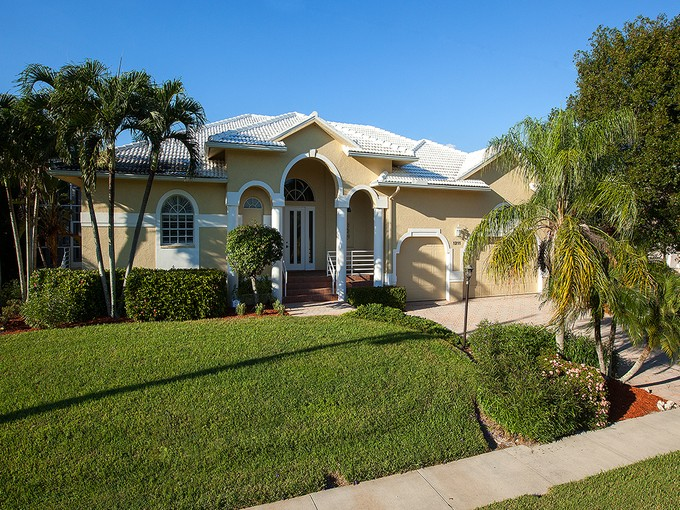 Maison unifamiliale for sales at MARCO ISLAND 1211  Ember Ct  Marco Island, Florida 34145 États-Unis