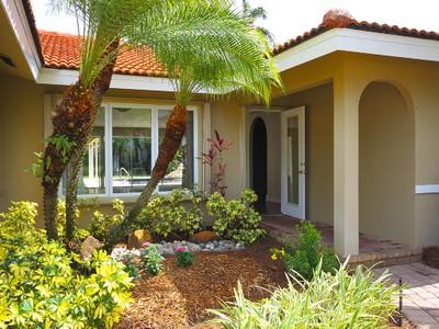 Tek Ailelik Ev for sales at THE MOORINGS 671  Portside Dr Naples, Florida 34103 Amerika Birleşik Devletleri