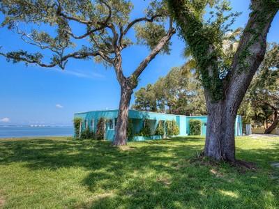 Частный односемейный дом for sales at SARASOTA BAY PARK 820  Indian Beach Dr Sarasota, Флорида 34234 Соединенные Штаты