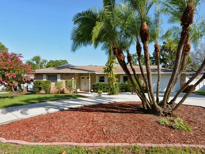 Einfamilienhaus for sales at CORAL COVE 1821  Upper Cove Terr Sarasota, Florida 34231 Vereinigte Staaten