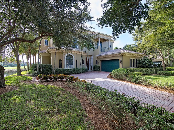 Casa para uma família for sales at GREY OAKS - VENEZIA 1708  Venezia Way Naples, Florida 34105 Estados Unidos