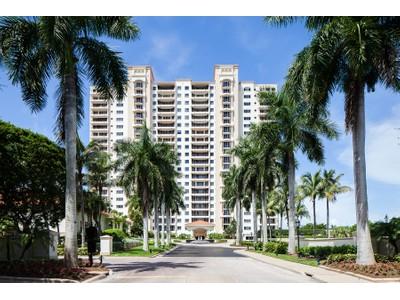 Кооперативная квартира for sales at PELICAN BAY - THE MARBELLA 7425  Pelican Bay Blvd 1902  Naples, Флорида 34108 Соединенные Штаты