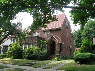 """獨棟家庭住宅 for sales at """"DIAMOND IN THE ROUGH"""" 47 Greenway North , Forest Hills Gardens  Forest Hills, 紐約州 11375 美國"""