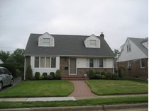Villa for sales at Cape 72 Shortridge Dr   Mineola, New York 11501 Stati Uniti