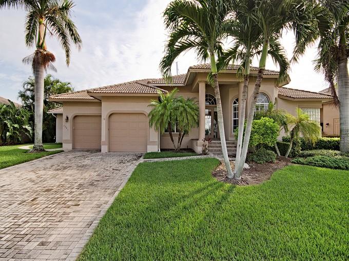 Частный односемейный дом for sales at MARCO ISLAND 1221  Stone Ct Marco Island, Флорида 34145 Соединенные Штаты