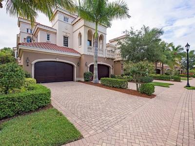 Nhà chung cư for sales at FIDDLER'S CREEK - MENAGGIO 9292  Menaggio Ct 201 Naples, Florida 34114 Hoa Kỳ