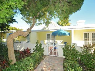 共管式独立产权公寓 for sales at CABANA BEACH CLUB 5851  Gulf Of Mexico Dr 11 Longboat Key, 佛罗里达州 34228 美国