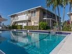 共管式独立产权公寓 for sales at ISLES OF CAPRI - TARPON VILLAGE 330  Kon Tiki Dr E-8 Naples, 佛罗里达州 34113 美国