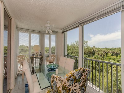 コンドミニアム for sales at PELICAN BAY - ST LUCIA 6361  Pelican Bay Blvd 205 Naples, フロリダ 34108 アメリカ合衆国