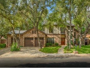 Single Family Home for sales at Immaculate Home in the Woodlands of Camino 418 Wood Shadow Dr San Antonio, Texas 78216 United States