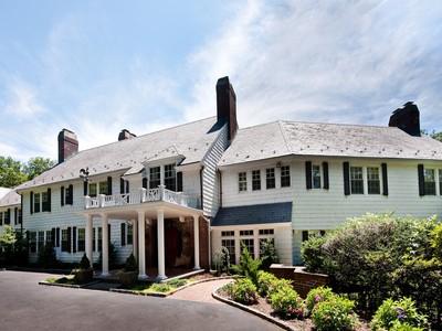独户住宅 for sales at Colonial 18 Heather Hill Rd Brookville, 纽约州 11545 美国