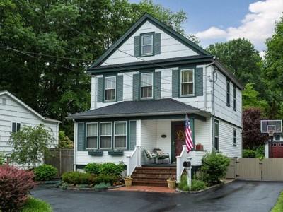 단독 가정 주택 for sales at Colonial 133 Carley Ave Huntington, 뉴욕 11743 미국