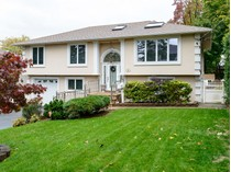 Villa for sales at Hi Ranch 24 Garden Dr   Albertson, New York 11507 Stati Uniti