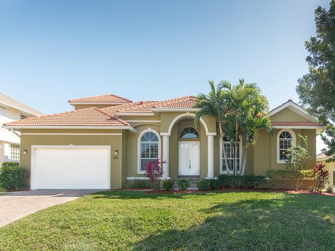 獨棟家庭住宅 for sales at MARCO ISLAND 795  Amber Dr Marco Island, 佛羅里達州 34145 美國