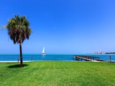 Maison unifamiliale for sales at OCEAN BEACH 4632  Ocean Blvd Sarasota, Florida 34242 États-Unis