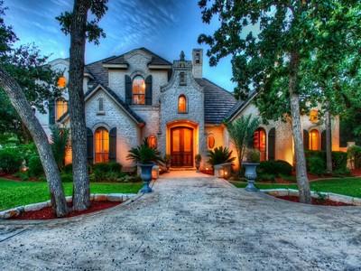 Casa para uma família for sales at Stunning Shavano Park Home on a Greenbelt Lot 418 Bentley Manor Shavano Park, Texas 78249 Estados Unidos